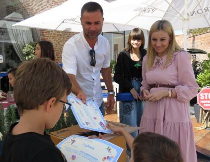 Vacanţă în Oradea: 20 de copii ai căror părinţi sunt plecaţi la muncă în străinătate au fost la fitness, pizza şi înălţat de zmeie (FOTO)