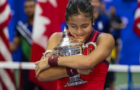 Performanță istorică: La doar 18 ani, jucătoarea de origine română Emma Răducanu a câștigat US Open! (VIDEO)