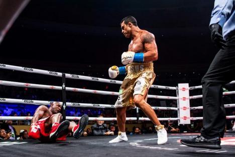 Campionul supergreilor Evander Holyfield a fost făcut KO de luptătorul MMA Vitor Belfort în fața fostului președinte Donald Trump (VIDEO)