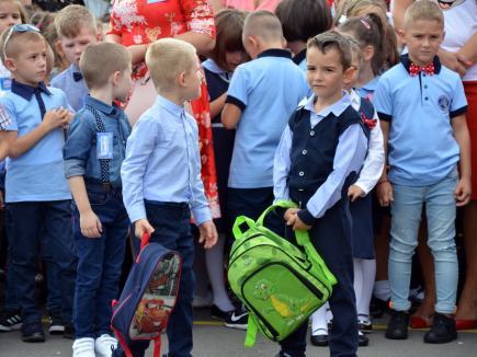Luni începe şcoala. Vezi când sunt programate vacanţele în noul an şcolar!
