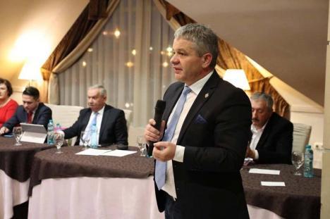 Retrospectiva săptămânii, prin ochii lui Bihorel: Targhet s-a întors la ocupația de brancardier, cu ocazia alegerilor din partid