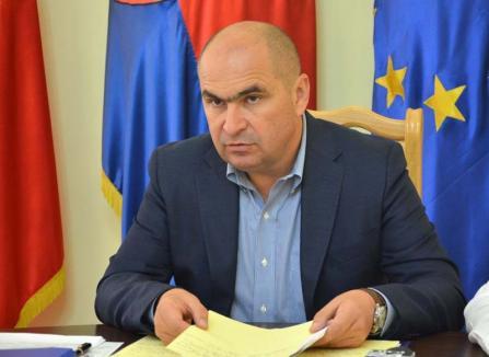 Retrospectiva săptămânii, prin ochii lui Bihorel: Bolovan explică de ce a umplut oraşul de steaguri