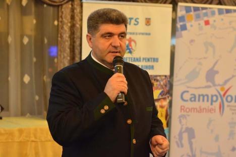 Lauda de sine: Şeful Direcţiei de Sport s-a felicitat de unul singur în conferinţă de presă