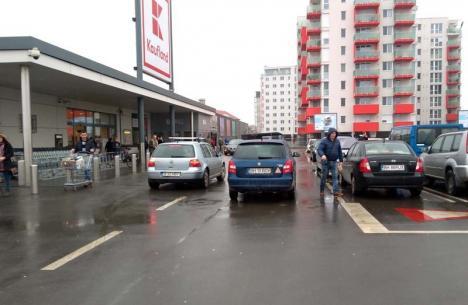 Parcare de BOV: În loc să-și aleagă un loc de parcare, a blocat o bandă de circulație