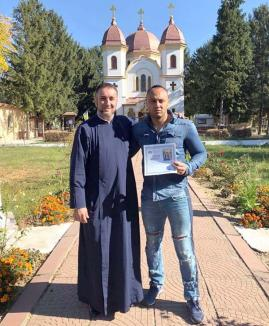Romi creştinul: Interlopul Romi Neguș a anunțat pe Facebook că… s-a botezat!