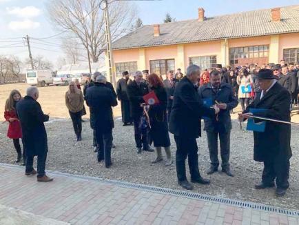 Inaugurare fără finalizare: Au tăiat panglica la liceul din Marghita, numai că n-au dat clădirea în folosinţă