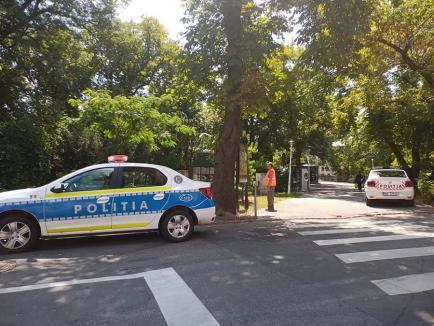 Relaxare de urgenţă: Poliţişti din Oradea, prinşi că au parcat 'pe dos' (FOTO)