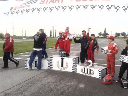 Conducând cu o singură mână, accidentat, tânărul pilot orădean Antonio Cohuţ a câştigat concursul naţional de carting din Arad (FOTO)