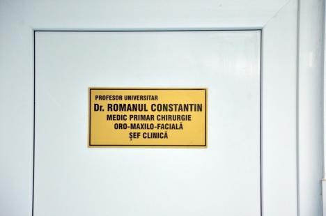 Prodecanul FMF Oradea, Constantin Romanul, reţinut de procurori, după ce a fost prins luând şpagă de la studenţi (FOTO)