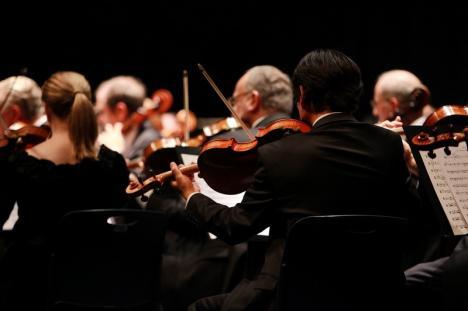 Bijuterii muzicale şi concert extraordinar de Crăciun, pe scena Filarmonicii