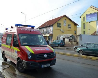 Un zid s-a prăbuşit peste un tânăr pe bulevardul Decebal (FOTO)