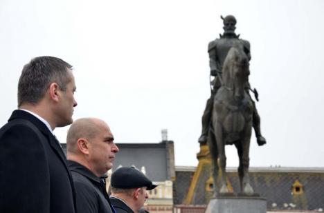 Bolojan cumpără argumente: Primarul de Oradea nu a renunțat la mutarea statuii lui Mihai Viteazul