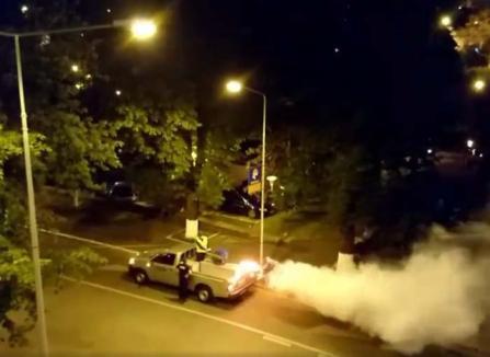 Din ţânţar, armăsar: Maşina care face dezinsecţia în Oradea, subiect de conspiraţii printre locuitori (FOTO/VIDEO)
