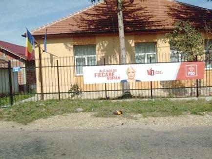 Tunul cu grădiniţa: Închisă din lipsă de copii, de grădinița din Sâmbăta a rămas doar... bannerul PSD