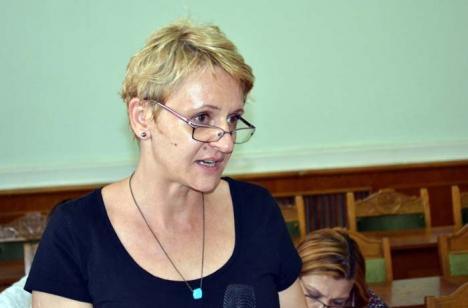 Tăcere de Buruiană: Noua arhitectă şefă a Oradiei fuge de ziarişti