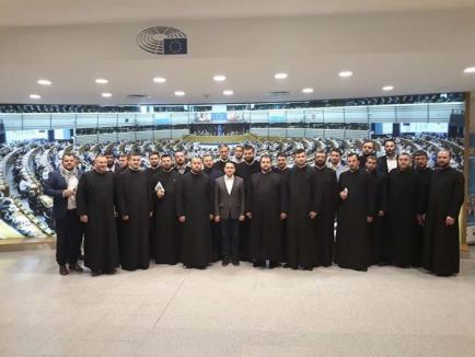 Sfântul Pavel de Bruxelles: PSD-istul Emilian Pavel a dus peste 20 de preoţi din Bihor la Parlamentul European