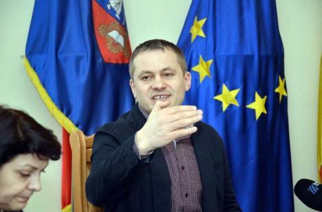 Frecuşurile lui Mălan: Viceprimarul s-a trezit cu maşina de serviciu zgâriată