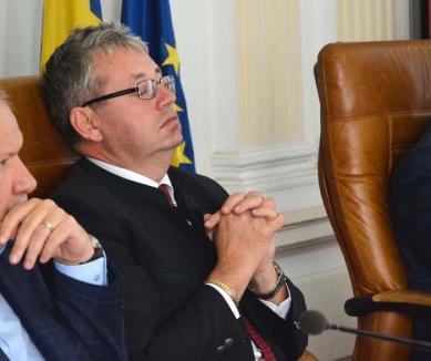 Elnők fără vorbe: Preşedintele CJ Bihor, Pásztor Sándor, fuge de BIHOREANUL