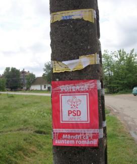 Numai roşu: Afişele electorale ale liberalilor din judeţ, înlocuite cu cele ale PSD