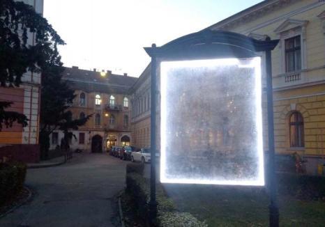 Lumină pentru nimic: Hărțile amplasate de Primărie prin oraș nu mai ghidează pe nimeni