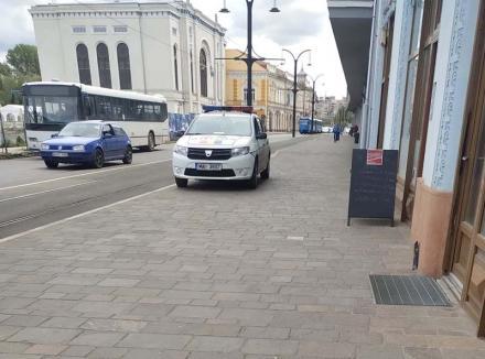 Puterea exemplului: Mașină de Poliție, prinsă în ofsaid în centrul Oradiei