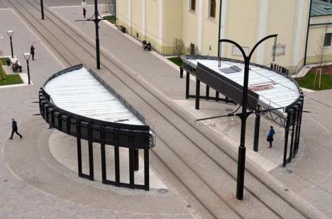 Porţile de fier: Cum a fost botezată de orădeni staţia imensă de tramvai din Piaţa Unirii