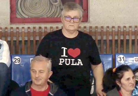Din Oradea... cu dragoste: O suporteră a echipei de baschet a stârnit senzaţie în arenă