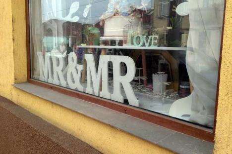 Să se pupe mirii! Un magazin de nunţi din Oradea sprijină căsătoriile între… domni