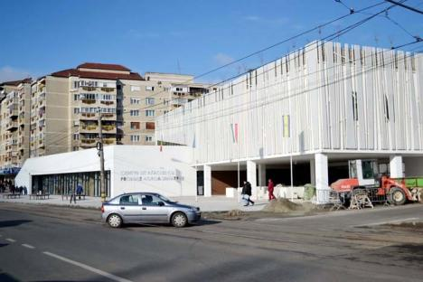 După inaugurare, completare: Piaţa Rogerius trebuie... reparată