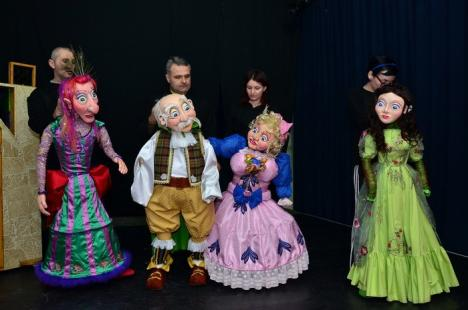 """Super-păpuşi! Trupa Arcadia pregăteşte premiera """"Frumoasa şi bestia"""", cu păpuşi inedite (FOTO)"""