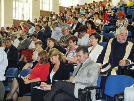 Universitari, premiaţi pentru performanţă. Printre laureaţi: fizicianul cu articol în Nature Physics, criticul Mircea Morariu şi soţia rectorului (FOTO)