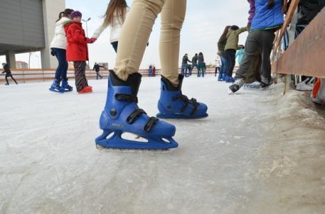 Pe schiuri şi patine: Unde te poţi bucura de sporturile de iarnă (FOTO)