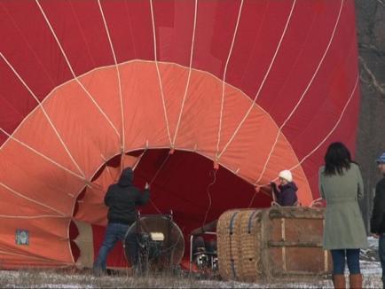 Protest la vânătoarea de la Balc: Membri ai organizaţiei Vier Pfoten au ridicat un balon cu aer cald (FOTO)