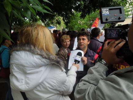 Puţini, dar gălăgioşi: Aproximativ 50 de poştaşi au protestat împotriva salariilor mici şi pentru demiterea şefilor (FOTO / VIDEO)