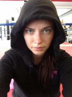 Chinuri de supermodel: Cum se antrenează Adriana Lima după ce a născut (FOTO)