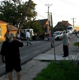 Un nou accident pe DN 1, în Oşorhei. Satul a rămas fără curent (FOTO)