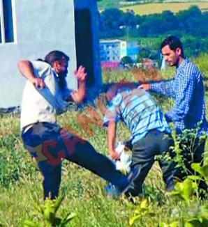 Monah cu pumnul tare: un fost stareţ din Bihor bate fără milă un bătrân (VIDEO)