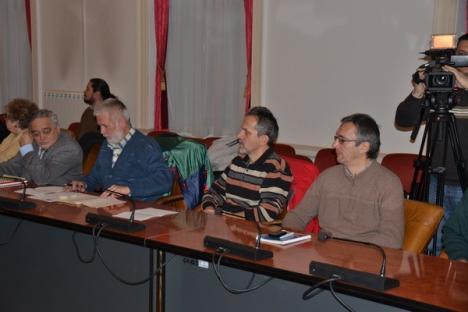 Prefectul a chemat la raport specialiştii, pentru salvarea rezervaţiei de nuferi (FOTO)