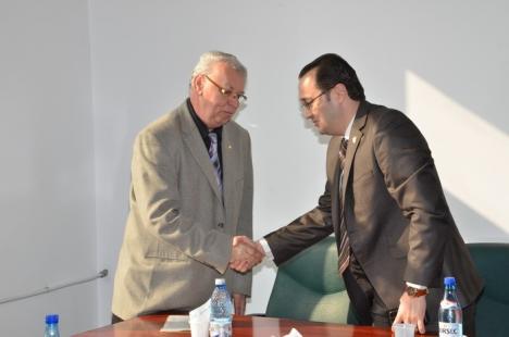 Noul şef al CAS Bihor, stomatologul Gheorghe Ionuţ, şi-a preluat funcţia (FOTO)