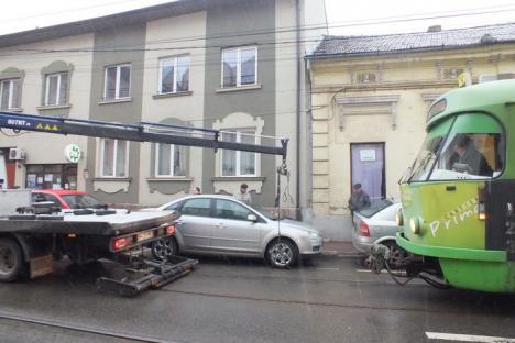 10 tramvaie blocate în centrul oraşului, din pricina unui şofer începător (FOTO)
