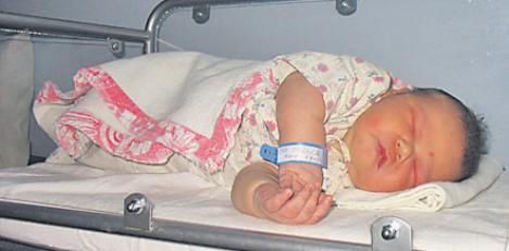Bebe de aproape 6 kilograme, născut la Galaţi