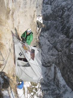 Premieră în alpinism: Traseu extrem de dificil, din Cheile Bicazului, deschis, pe timp de iarnă, de doi orădeni (FOTO)