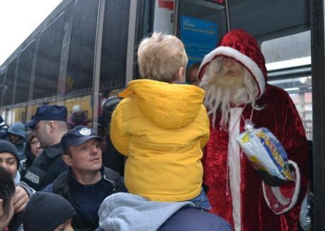 """Moş Crăciun a venit la Oradea cu """"tlenu'"""" (FOTO)"""