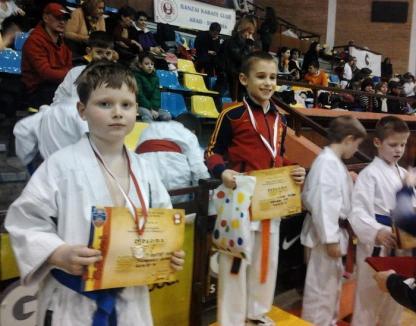 Trei clasări pe podium pentru karateka orădeni la Cupa Banzai de la Arad