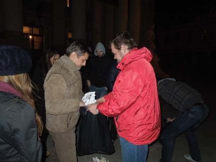 """Earth Hour 2012: Gulguţele au ars, orădenii au zis """"pas"""" (FOTO)"""