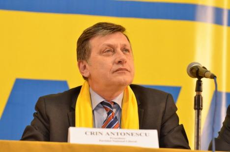 """Liberalii s-au îmbărbătat între ei şi l-au aclamat pe """"viitorul preşedinte al României"""" (FOTO)"""