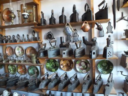 Colecţionarul de istorie: Un orădean şi-a transformat locuinţa într-un veritabil muzeu de antichităţi (FOTO)