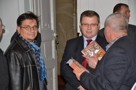 """Un nou volum: """"Autografe pentru orădeni"""", inspirat de cartea de aur a Restaurantului Oradea (FOTO)"""