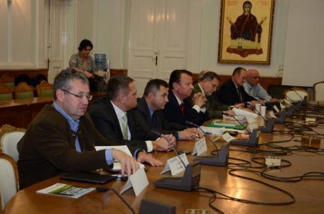 """""""Dezbaterea"""" economică a candidaţilor la Parlament, un eşec penibil din cauza organizatorilor (FOTO)"""