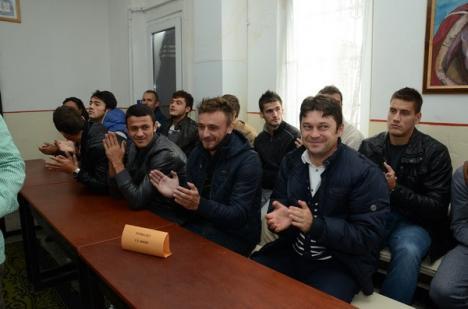Echipa FC Bihor, în vizită la penitenciar (FOTO)